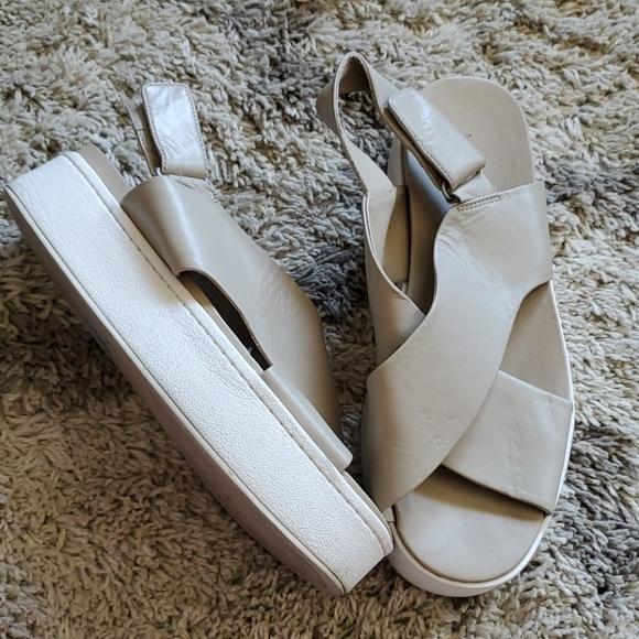 Weslan Crisscross Flatform Sandals